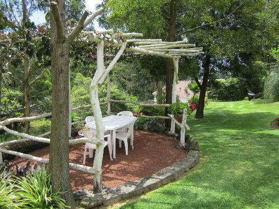 Quinta Das Acacias Rural Accommodations: Outdoor eating area right outside our cottage.