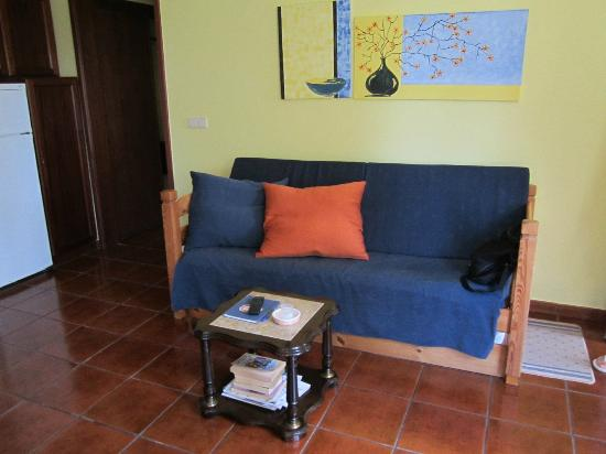 Quinta Das Acacias Rural Accommodations: Sitting area / futon bed.