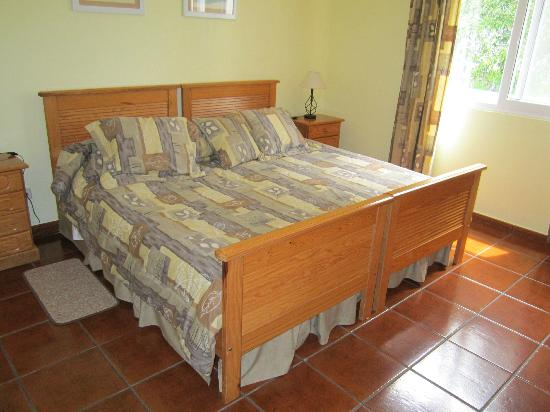 Quinta Das Acacias Rural Accommodations: King bed.