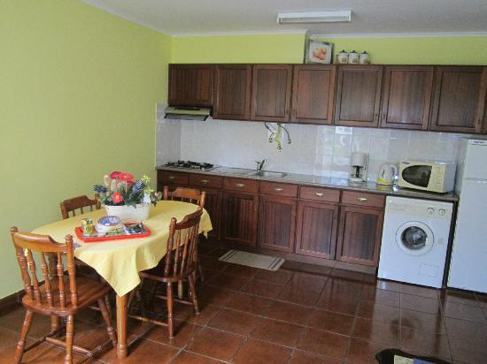 Quinta Das Acacias Rural Accommodations: Kitchen area cottage 3.