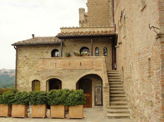 Castello di Monterone: Zicht op enkele kamers