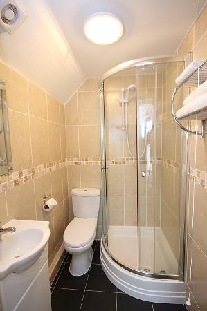 our ensuite bathrooms picture of soccer suite liverpool tripadvisor. Black Bedroom Furniture Sets. Home Design Ideas