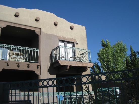 Southwest Inn at Sedona : View of our lovely balcony