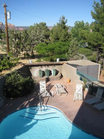 Southwest Inn at Sedona: Pool view from balcony