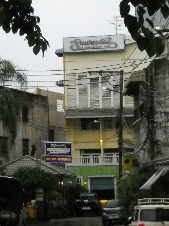 Sawasdee Sukhumvit Inn: Front look