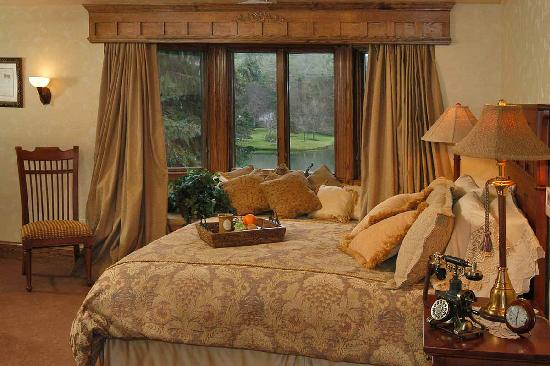 Chetola Resort at Blowing Rock : Bob Timberlake Inn Guest Room