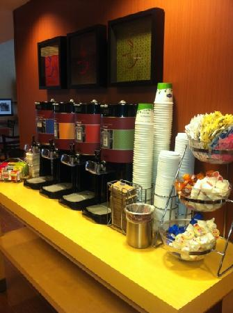 Hampton Inn & Suites Oklahoma City-South: beverage bar (self serve) always available