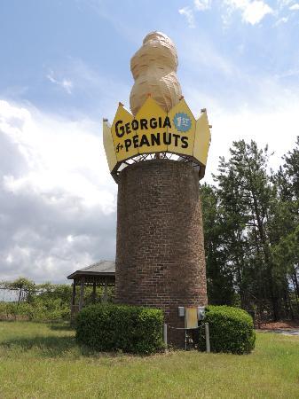 World's Largest Peanut : Quick stop