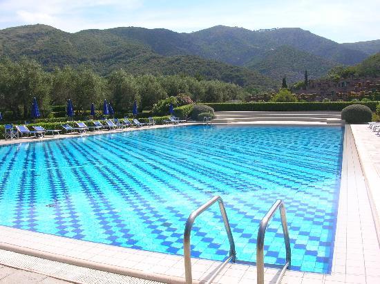 Hotel & Resort Sant'Anna del Volterraio: La piscina del residence