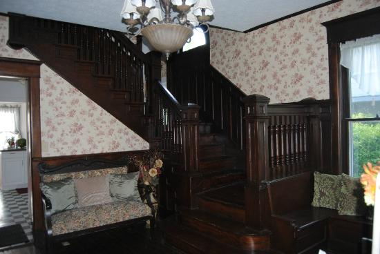Confluence House Bed & Breakfast and Catering Services, LLC: the foyer staircase