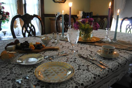 Confluence House Bed & Breakfast and Catering Services, LLC: the table setting for our dinner