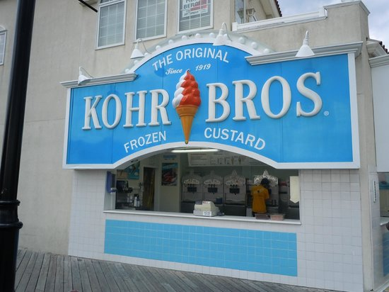 Kohr Brothers Frozen Custard: look, no line at Kohr Bros.!