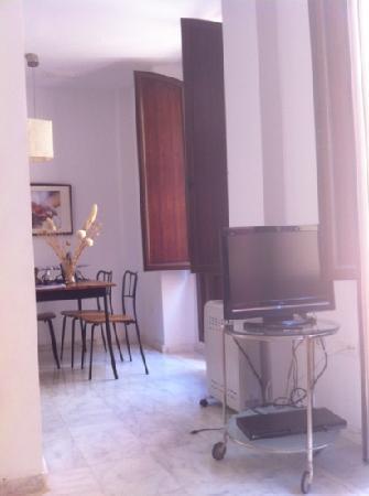 SleepinSevilla Apartamentos Quiros: dining room
