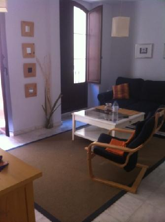 SleepinSevilla Apartamentos Quiros: living room