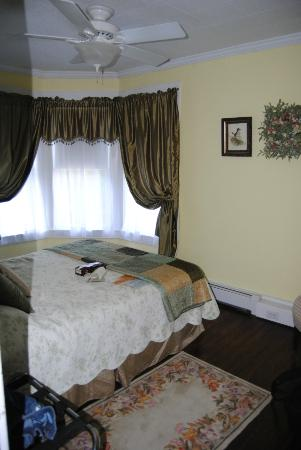 Confluence House Bed & Breakfast and Catering Services, LLC: our room