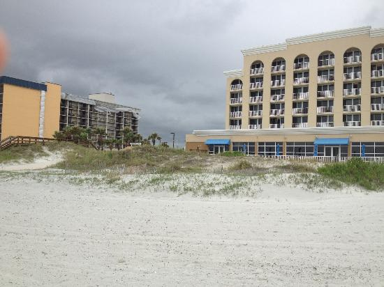 Courtyard by Marriott Jacksonville Beach Oceanfront: View from the beach, comfort inn (old hampton inn) to left