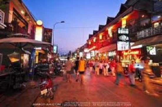 Tranquillity Angkor Villa : 10minutes walk to enjoy night life at pub street