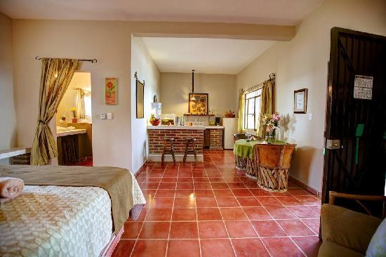 Hotel La Quinta del Sol: Studio Style Rooms with 1 Queen