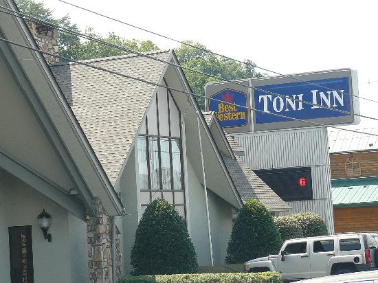 BEST WESTERN Toni Inn: Exterior front of building