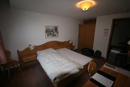 Hotel Restaurant Bahnhof: Zimmeransicht 1