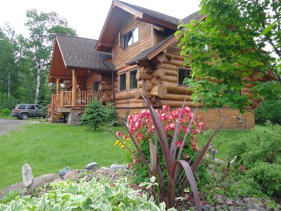 Superior Gateway Lodge Organic Bed and Breakfast: The Lodge