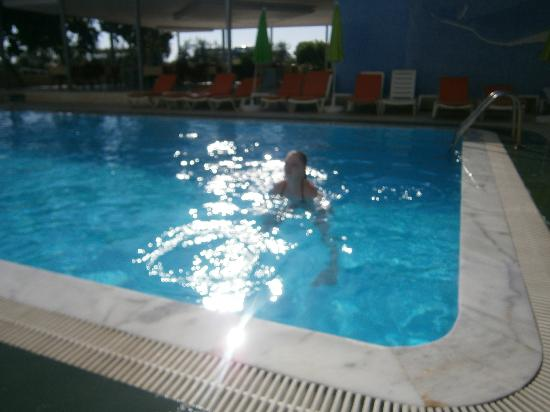Anahtar Apart: lovely clean pool
