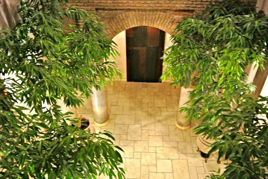 Villa Makassar: courtyard