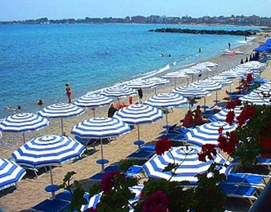 Le splendide spiagge della nostra baia di naxos foto di - Hotel palladio giardini naxos ...