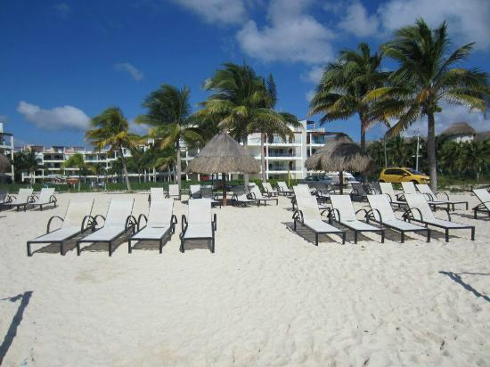 The Elements Oceanfront & Beachside Condo Hotel: Private beach