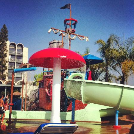 Howard Johnson Anaheim Hotel and Water Playground: Waterpark