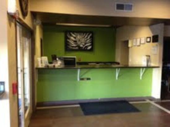 Days Inn El Paso West: front desk