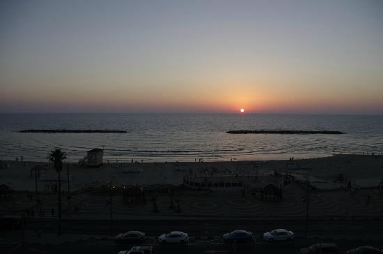 Hotel Prima Tel-Aviv: Blick vom Zimmer im 3. Stock aufs Meer