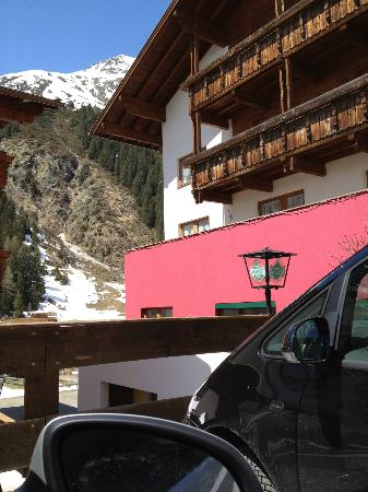 Pension and Landhaus Steinkogel: outside of the hotel