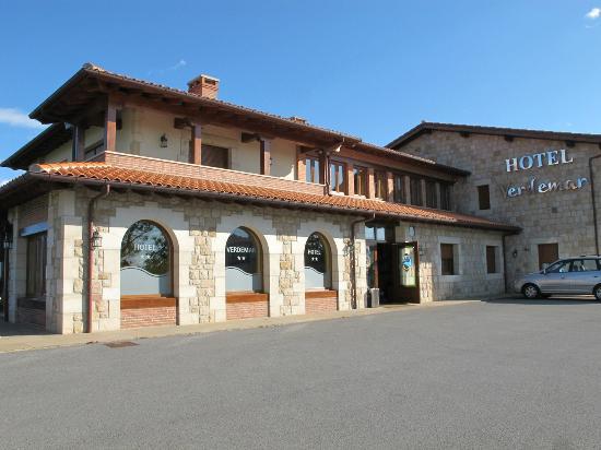 Hotel- Spa Verdemar: Vista del hotel desde el aparcamiento