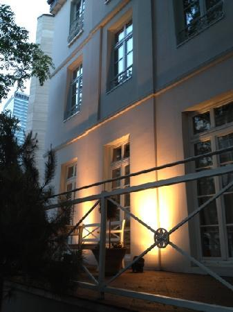 Dirazi Guest House: outside