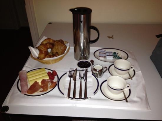 Dirazi Guest House: breakfast example :)