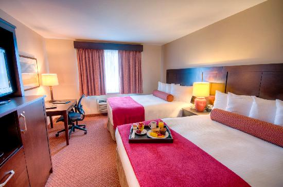 Best Western Plus Stoneridge Inn & Conference Centre: Two queen size beds, non-smoking rooms offer pillow top mattress and duvet bedding for a great s