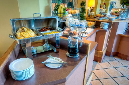 BEST WESTERN PLUS Stoneridge Inn & Conference Centre: Complimentary hot breakfast included