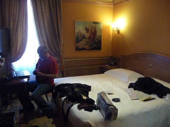River Palace Hotel : Notre chambre, petite mais fonctionnelle