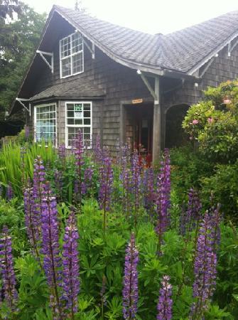 Wildflower Grill : cottage charm