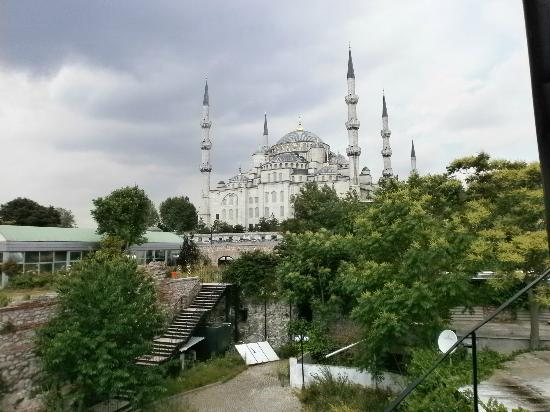 Lamp Hotel: view towards the blue mosque