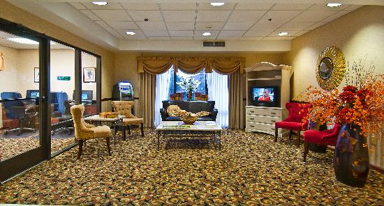 Comfort Suites: Recently renovated lobby area