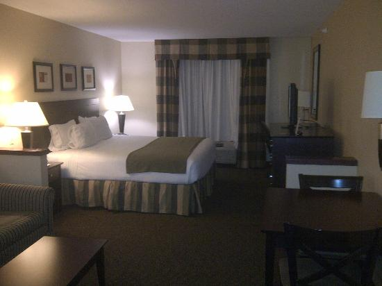 Holiday Inn Express Fort Collins: Comfortable King Bed