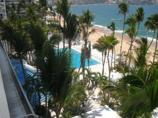 Elcano Hotel: Vista de la Piscina desde el piso No 03