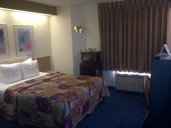Econo Lodge Denver International Airport: room