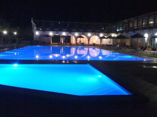 Blue Dolphin Resort Hotel: Pool bei Nacht