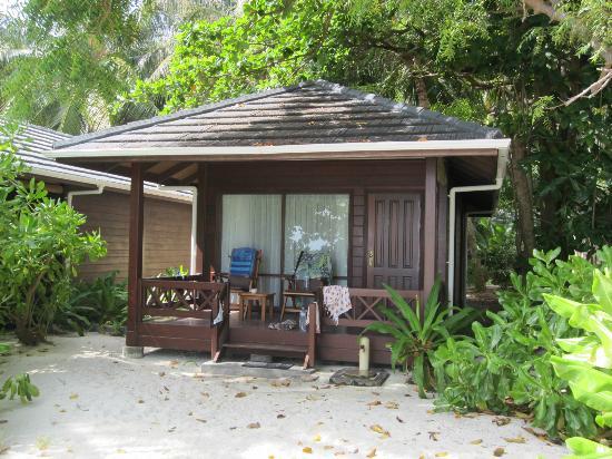 bungalow avec terrasse abritée - Picture of Royal Island ...