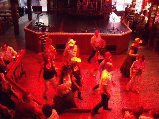 Billy Bob's : Line dancing entertainment