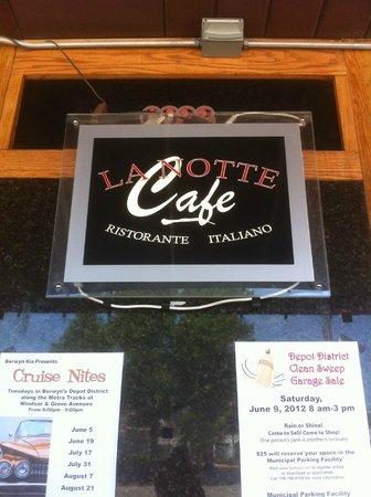 La Notte Ristorante: outside on the patio