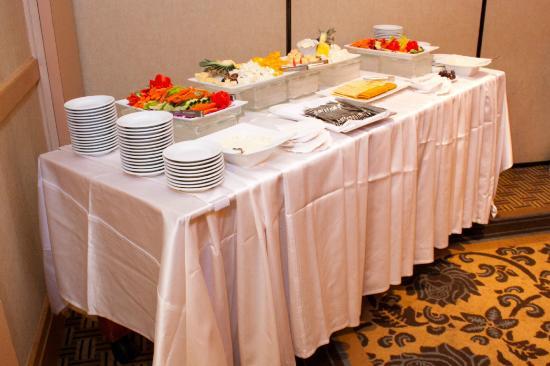 Sheraton Houston Brookhollow Hotel : Cheese and veggies